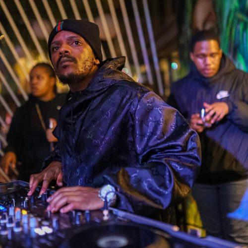 Kabza De Small – Umuntu Ngumuntu Ngabantu ft. Young Stunna SONG ARTWORK