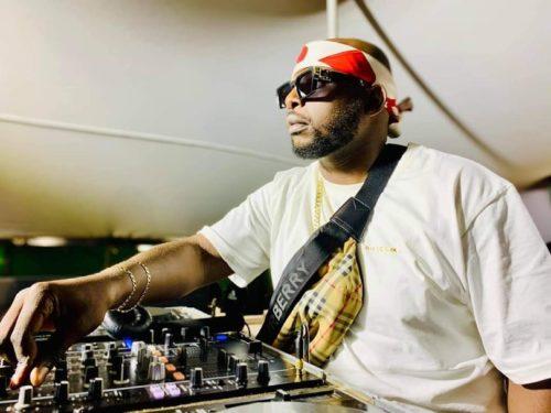 DJ Tira – 4000 (DJ Maphosira & Clap UHURU Remix) Ft. Mampintsha  Song MP3